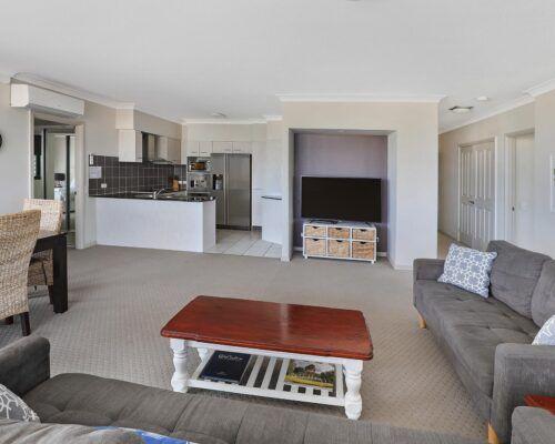 queensland-kings-beach-3-bedroom-suite (2)