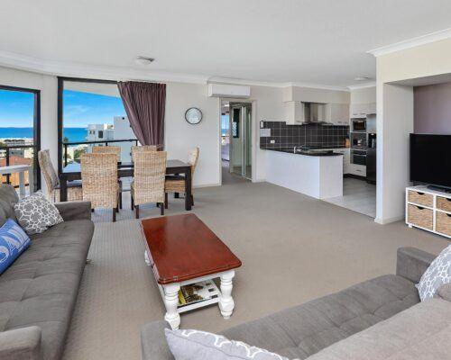 queensland-kings-beach-3-bedroom-suite (9)
